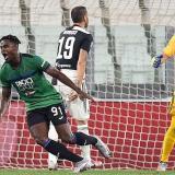 Duván Zapata celebrando el gol que puso a ganar al Atalanta.