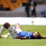 Yerry Mina al sufrir una nueva lesión muscular.