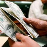 El precio del dólar sigue en picada y abre este lunes cerca de $3.600