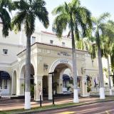 Ingresos de hoteles caen 93,5% y los de contact centers suben 11,9%