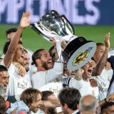 Sergio Ramos levantando el título.