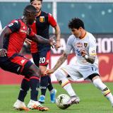 Cristian Zapata en acción en el juego ante el Lecce.