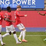 Jesse Lingard celebra su gol con sus compañeros del Manchester United.