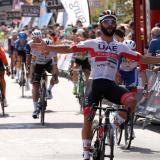 Fernando Gaviria, del UAE Team Emirates, se impuso en la segunda etapa entre Castrojeriz y Villadiego.
