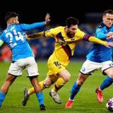 Imagen del duelo de ida entre el Barcelona y el Napoli, en Italia, que terminó con empate 1-1.