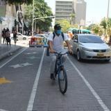 Distancia física y movilidad sostenible con ciclo rutas en el Paseo Bolívar