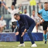 Maurizio Sarri reacciona molesto ante una acción del juego entre Juventus y Lyon.