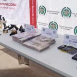 Armas, cululares y dinero incautado en el operativo desarrollado en zona rural de Manaure.