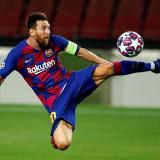 Messi en acción durante el duelo de octavos frente al Napoli.