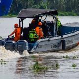 La titánica lucha por salvar las vidas de quienes caen en los arroyos