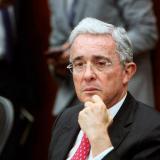 """Uribe denuncia """"sesgo político"""" y propone referendo de reforma a la justicia"""