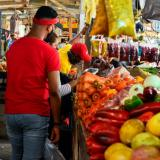 Vendedores de mercados esperan que pronto regresen los compradores
