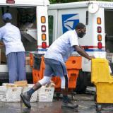 Servicio Postal de EE.UU. frena polémicos cambios hasta después de elecciones