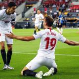 Jesús Navas y Luuk de Jong celebran el primer gol frente al Inter.