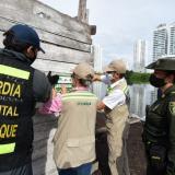 Suspenden gallera, aserradero y relleno en caño Juan Angola