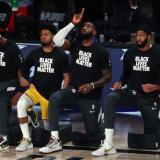 Puño en alto o de rodillas, las protestas raciales en el deporte de EE.UU.