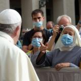 El papa retoma el contacto con los fieles tras seis meses