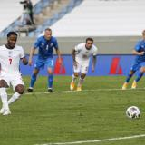 Sterling salva a una aburrida Inglaterra en triunfo ante Islandia