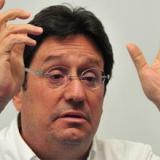 """Pacho Santos evalúa """"acciones legales"""" contra Mancuso"""