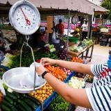 El parque La Electrificadora recibe el 'Mercado a tu Barrio'