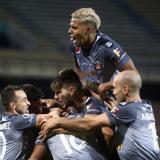Los jugadores del Caracas FC celebrando uno de los goles de la victoria ante Medellín en el Atanasio.