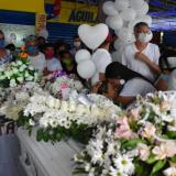 El recibimiento del cortejo de Taniusca Romero en el barrio donde vivía la niña de 12 años fue masivo.