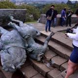 En video   Indígenas tumban estatua de Sebastián de Belalcázar en Popayán
