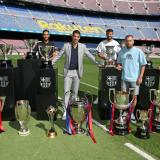 Luis Suárez fue acompañado en su despedida por los capitanes del Barcelona, entre ellos, el argentino Lionel Messi.