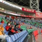 Prohibido gritar y distancia social: el modelo de Japón para reabrir estadios