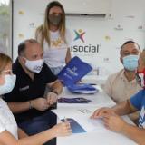 La gobernadora Elsa Noguera y  el alcalde José Vargas en uno de los procesos de crédito que se llevo a cabo con microempresarios de Galapa.