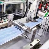 Maquinaria empleada en la fabricación de tapabocas termosellados.
