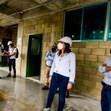 La gerente del FFIE inspecciona las obras en la Normal Superior La Hacienda.