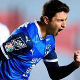 Stefan Medina celebrando el gol de la victoria ante Querétaro.