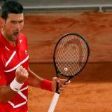 Novak Djokovic pasea en el Roland Garros; Dimitrov, eliminado
