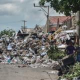 Vecinos de 4 barrios reportan basureros a cielo abierto