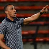 Luis Amaranto Perea, técnico del Junior, dando indicaciones.