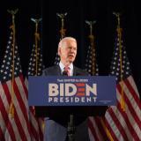 Biden aventaja por 12 puntos a Trump en intención de voto, dice sondeo