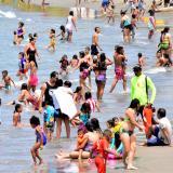 Bañistas atiborraron playas en Puerto Colombia sin control