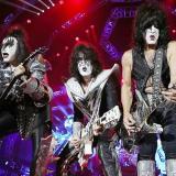 Tras casi 50 años de éxitos musicales la banda de rock Kiss se despide de los escenarios.