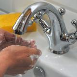 Lavarse las manos con agua y con jabón se ha convertido en la primera medida contra el coronavirus.