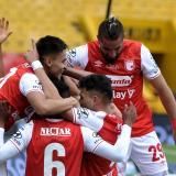 Los jugadores del Independiente Santa Fe celebrando el gol de la victoria ante Equidad.