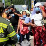 Ciudadanos venezolanos en tránsito a su país, en un campamento sanitario.