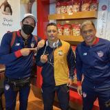 Tres ídolos junioristas: Viera, Giovanni Hernández y Teófilo. El reencuentro se dio en el aeropuerto de Bogotá. 'Gio' es el DT del Atlético FC, de la B.