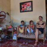 Dayana Pérez es una mujer de 26 años, tiene dos hijos y perdió la vista a la edad de 18  luego de que le detectaron glaucoma.