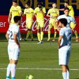 Los jugadores del Villarreal regresan a su campo tras festejar el gol de Parejo.
