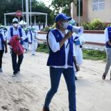 Alma Solano, secretaria de Salud, lidera uno de los recorridos en el corregimiento de Caracolí.