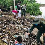 Retiran más de 400 kilos de residuos en las playas de Moñitos