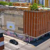 Los antiguos teatros Cinema 1 y 2, en la calle Murillo con carrera 44, son hoy una mole de cemento inútil.