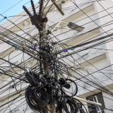 'Telarañas' de cables: un peligro que se entreteje en las calles de B/quilla