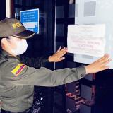 Autoridades realizando los procesos de cierre.